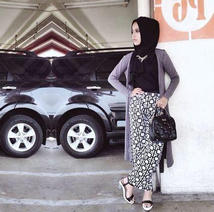 Dress Maxi Wanita Muslim Motif Mono Hitam Putih Busui busana muslim trendy style padu padan busana