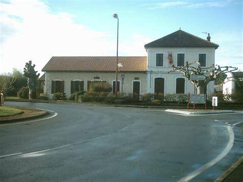 Photo à Gastes (40160) : La mairie et l'école Gastes, 16242 Communes.com
