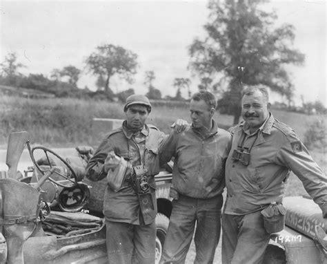 ernest hemingway biography world war 1 robert capa left writer ernest hemingway right and