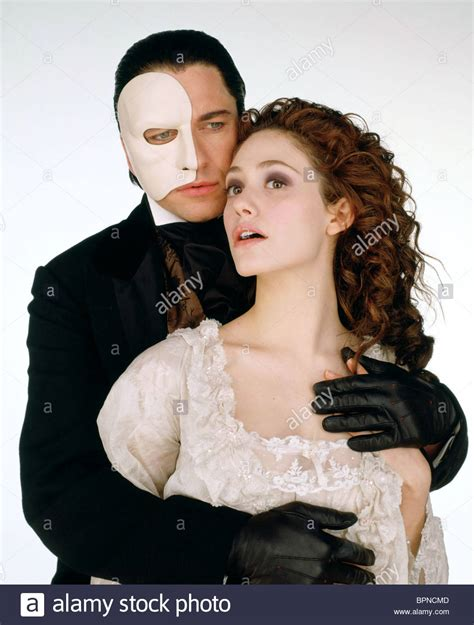 emmy rossum gerard butler phantom of the opera gerard butler emmy rossum the phantom of the opera 2004