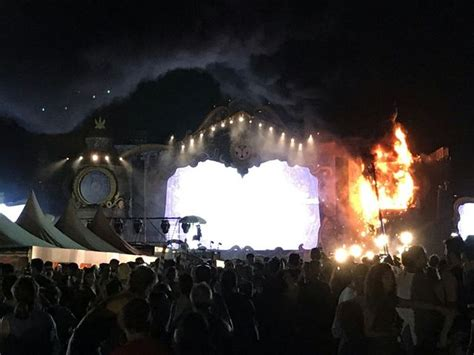 Lu Emergency Aoki tomorrowland unite spain festival evacuated after