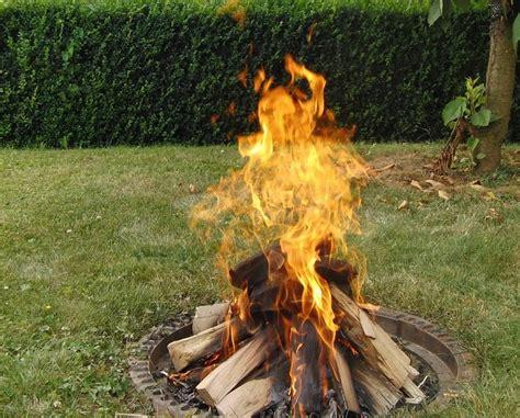 garten feuer feuerstelle im garten planen und anlegen