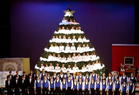 chattanooga boys choir singing christmas tree starts