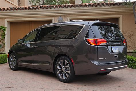 One Car Garages 2017 chrysler pacifica first drive autoblog
