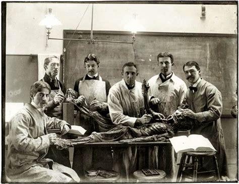 Fotos Antiguas Espeluznantes | 10 antiguas y espeluznantes fotos de estudiantes de