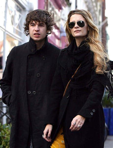 The Olsens And Mischa Barton At The Hton Social New York by Mischa Barton Boyfriend The Gossip