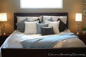 King Size Bed In Small Master Bedroom 7 Ways To Arrange Bed Pillows Pillows Bed Pillows And
