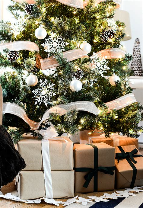 how to decorate a tree with burlap decorating tree with burlap ribbon 28 images anyone