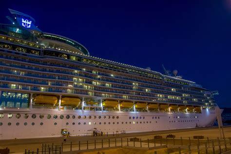 royal carribean royal caribbean cruise ship at night www pixshark com