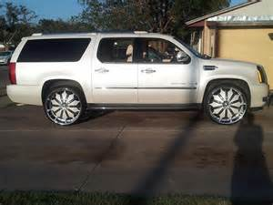 Cadillac Escalade On 28 White On White Cadillac Escalade Esv On 28 S Big Rims