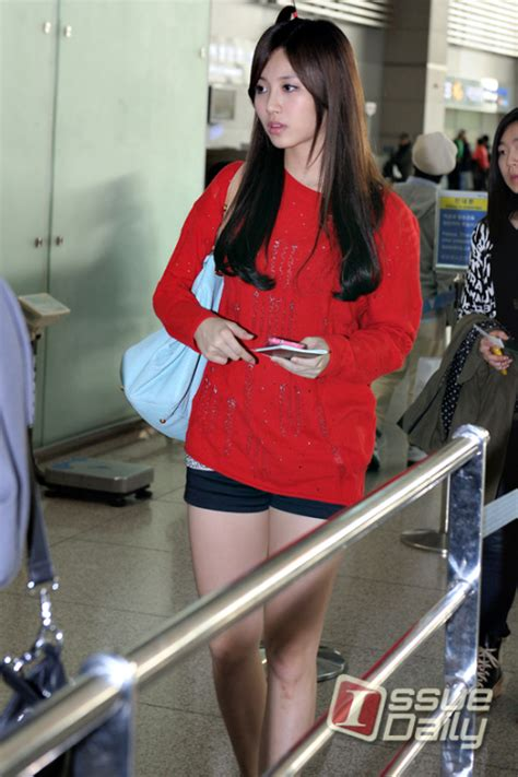 s day airport pics 111001 girl s day yura airport fashion departure
