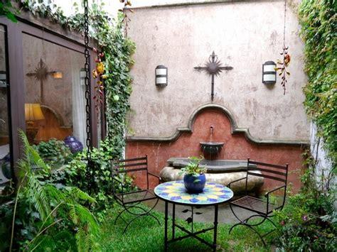 fuentes patio fuente patio estilo colonial antigua guatemala casas e