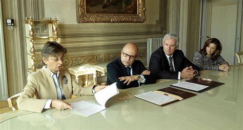 ufficio stranieri firenze stranieri a scuola di italiano e educazione civica a