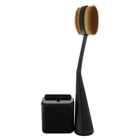 Cailyn O Wow Brush Cailyn Oval Brush cailyn cosmetics o circle brush