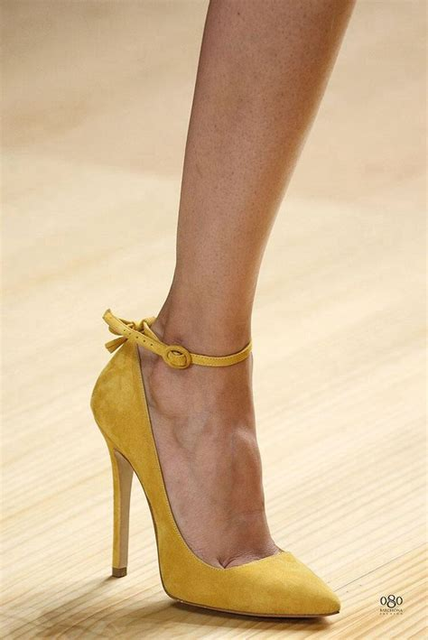 mustard colored shoes best 25 yellow pumps ideas on yellow shoes