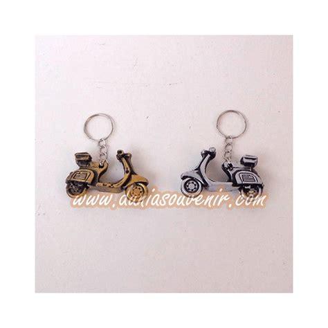 Gantungan Kunci Vespa Souvenir Pernikahan dunia souvenir gantungan kunci vespa
