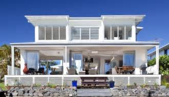 Airy beachfront home with contemporary amp casual style modern house