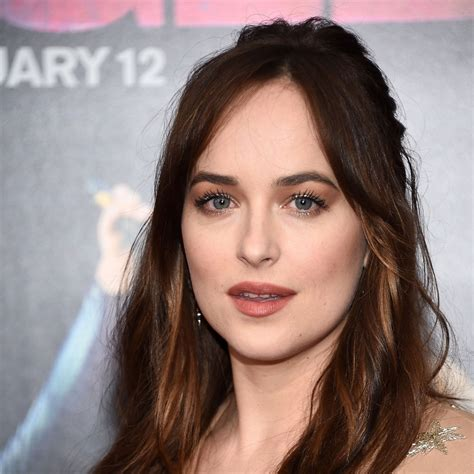 dakota johnson hairstyles and face shape dakota johnson debuts long hair at the how to be single