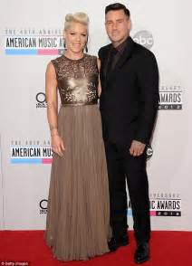 Pink Glass Chandelier Pink Stuns At Amas And Does Splits On Dance Partner S