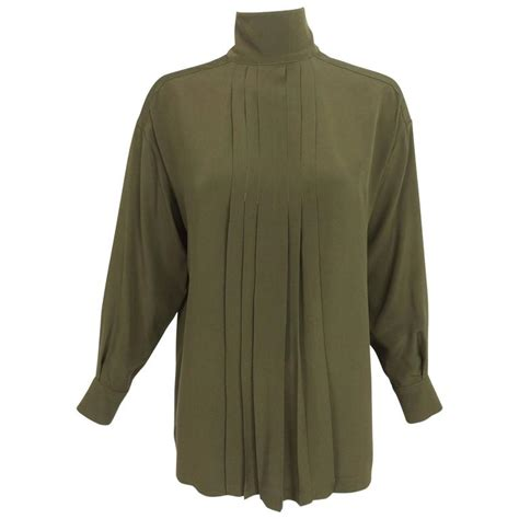 Blouse Mosscrepe B4906f chanel moss green silk crepe button back blouse 38 1990s for sale at 1stdibs