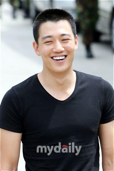 film terbaru kim rae won kim rae won discharged today quot nothing special quot hancinema