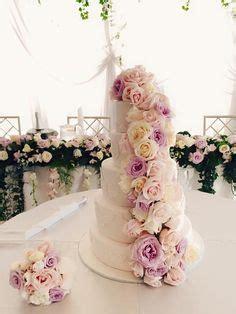 Hochzeitstorte Vintage Rosa by Hochzeitstorte In Wei 223 Mit Rosa Blumen Hochzeitstorten