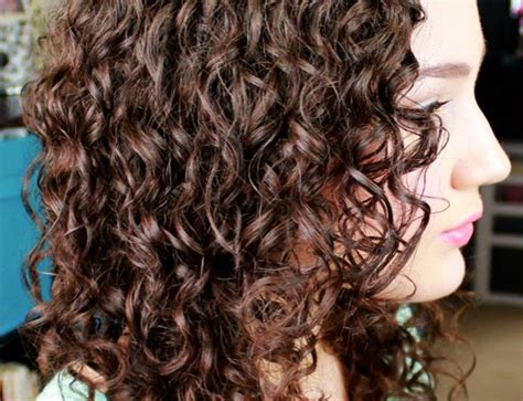 Hairstyles For Second Day Hair by How To Refresh 2nd Day Curly Hair