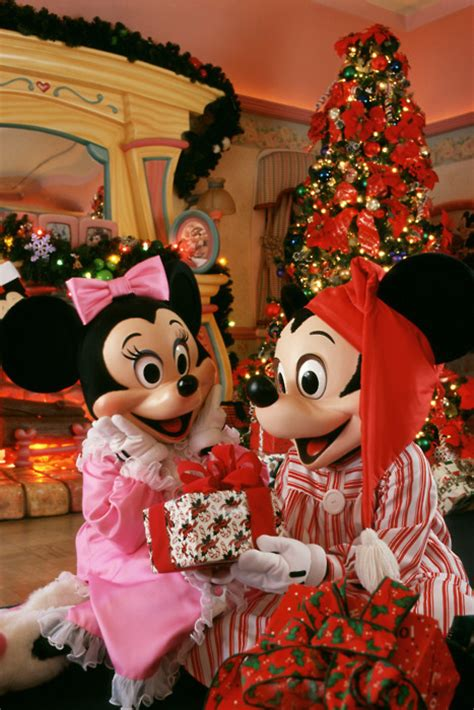 mickey  minnie  christmas pictures   images  facebook tumblr pinterest