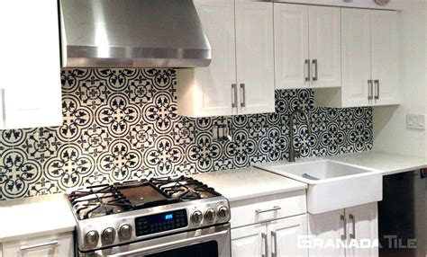 black and white tile backsplash of marble kitchen tiles