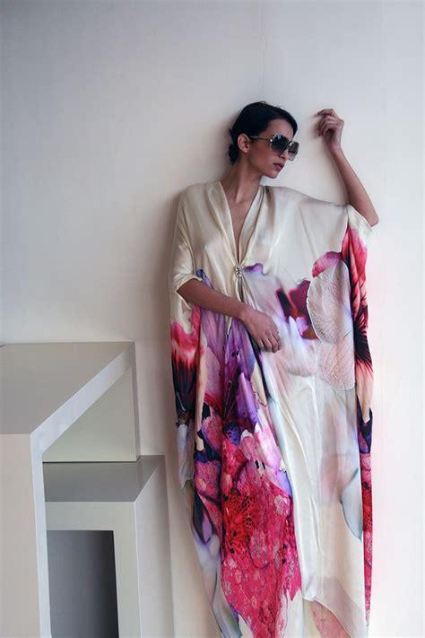 roberto cavalli satin kaftan with oversized flowers print http splashstudio typepad a