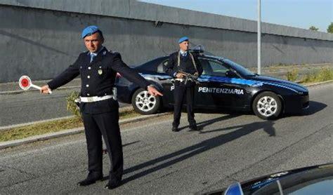 dati polizia penitenziaria 208 posti agenti della polizia penitenziaria sventano furto di