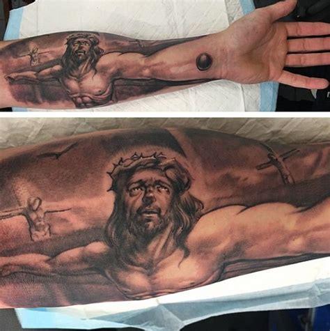jesus unterarm tattoo jesus christus leidet auf kruzifix unterarm religi 246 ses