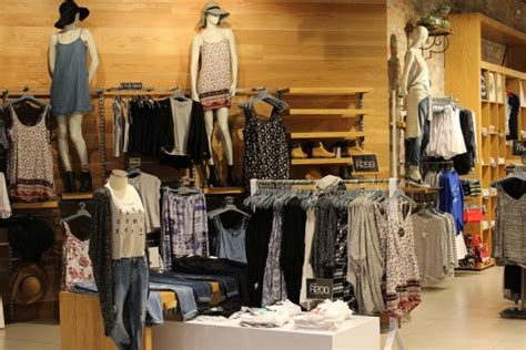 bench franchise cost top 5 clothing and boutique franchises in the philippines ifranchise ph