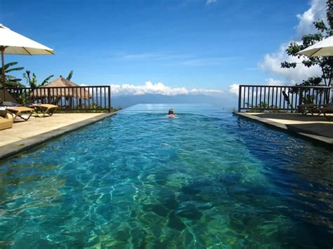 bali infinity pool 40 stunning infinity pools around the world designrulz