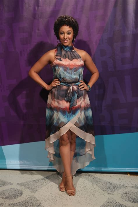 last on the talk show gets new hair cut tamera mowry shows off natural curls on the real talk