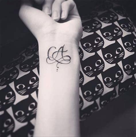 mod 232 le tatouage deux lettres a m lettres