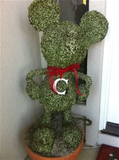 disney topiary frames mickey on mickey mouse mickey mouse cupcakes
