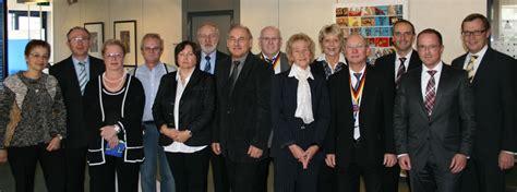 vr bank germersheim vr bank s 252 dpfalz verabschiedet langj 228 hrige mitarbeiter in