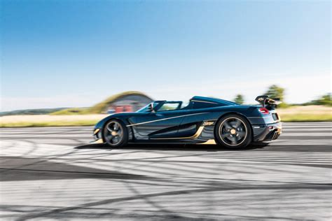 koenigsegg car blue koenigsegg reveals gold trimmed blue carbon agera rs naraya