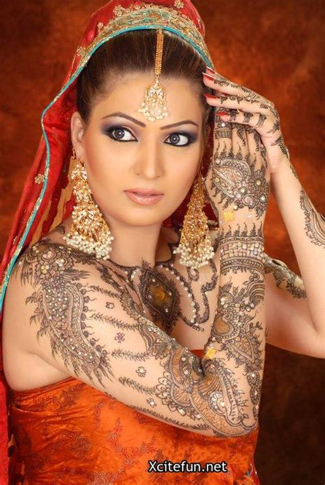 pakistani bridal smokey eyes shimmer makeup and mehndi