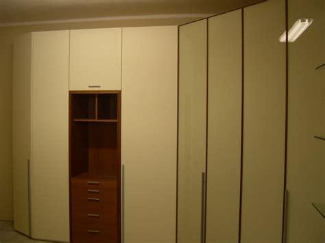 armadi angolari con cabina armadio angolare con cabina