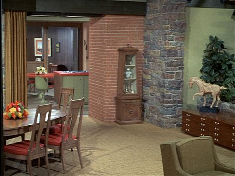 brady bunch living room the brady bunch blog the brady bunch dining room