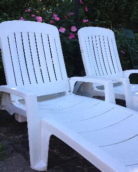 Cleaning Plastic Chairs Outside - easy way to clean plastic patio furniture maintenance