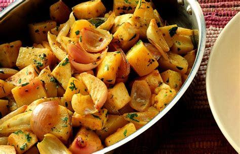 patate e sedano ricetta umido di patate e sedano alle spezie le ricette