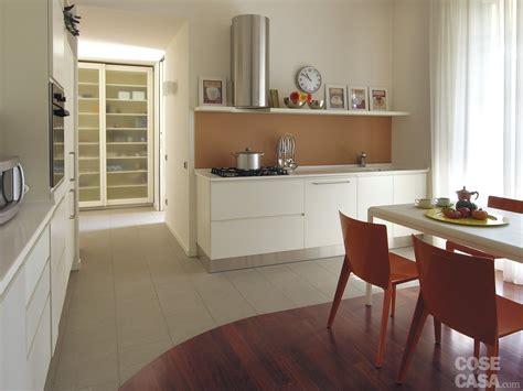 mensole arancioni una casa con tante idee da copiare cose di casa