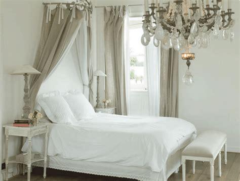 Tendaggi Stile Provenzale - nelle camere da letto provenzali le tende non devono mancare