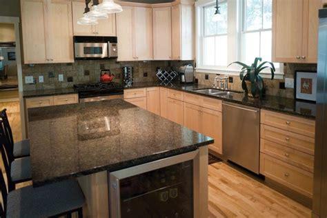 20 Beautiful Kitchens With Wood Laminate Flooring