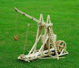 swinging counterweight trebuchet what is the physics behind a counterweight trebuchet
