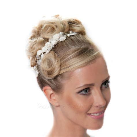 beautiful vintage hair comb with flowers and pearls details