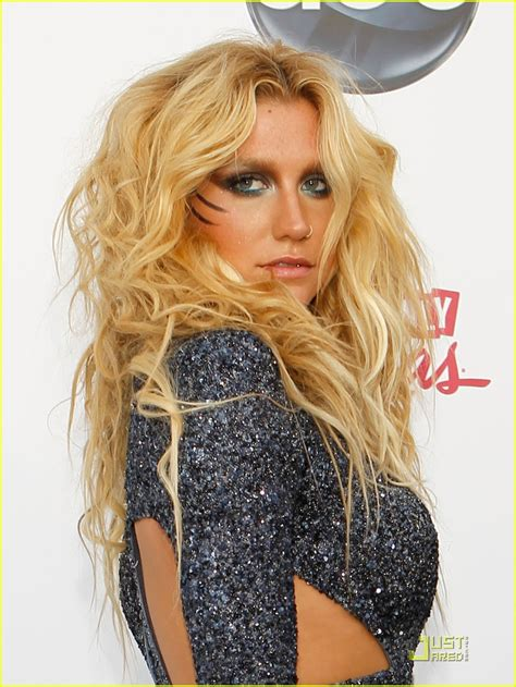 kesha mays hair in grand rapids ke ha billboard awards 2011 photo 2546428 2011